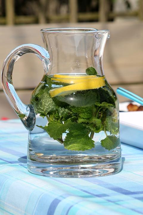 L'eau de Sassy: une boisson miraculeuse pour réduire votre tour de taille
