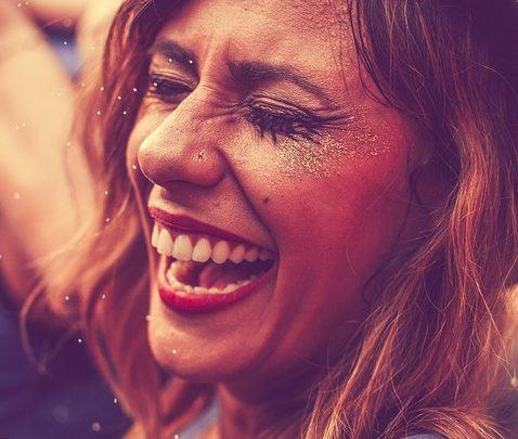Rigologie : tout ce qu'il faut savoir sur cette thérapie par le rire