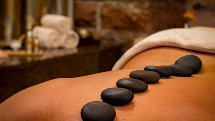 Qu'est-ce qu'un massage naturiste ou érotique?